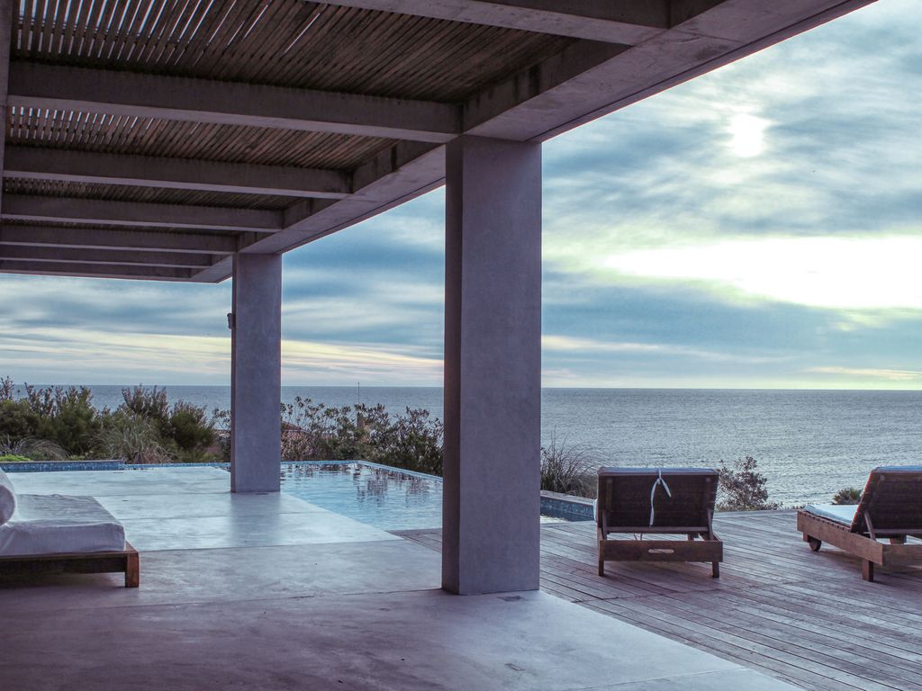 Spectacular villa with breathtaking sunset punta ballena for Jacuzzi exterior uruguay