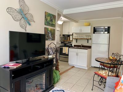 Fully equipped kitchen, new large and small appliances, upgraded items.