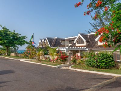 Photo for BEACHFRONT! FAMILIES WELCOME! STAFFED! INFINITY POOL! SECURITY Tallawah Villa 4