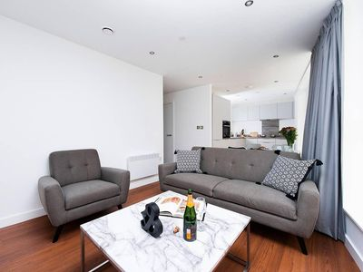 Photo for Stunning 2 Bedroom City Break Apartment