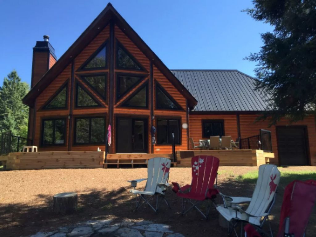 1 year new large cozy modern log cottage vrbo for Cozy canadian cottage