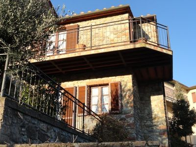 Photo for Beautiful stone house in Tuscany with terrace and balcony.