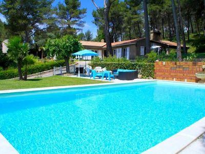 Photo for Villa of character with swimming pool, under the pines and lined with vines !!
