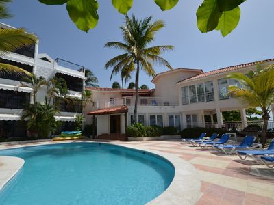 Guest-friendly Beachfront Condo With Pool, Jacuzzi, A/C, Wifi, Near Everything