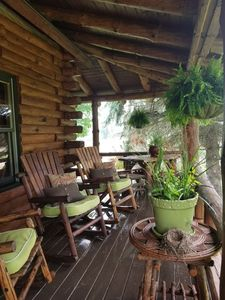 LOVELY PORCH AT THE PRIVATE CABIN~ GREAT PLACE FOR RELAXING & MORNING COFFEE~
