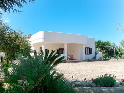 Photo for 2 bedroom Villa, sleeps 5 with Air Con