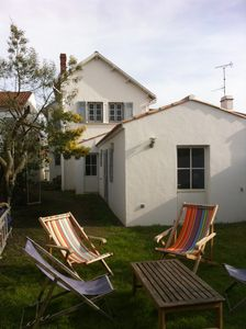 Photo for Family house sleeps 10, 400 m from the castle / town center and 1400 m beaches