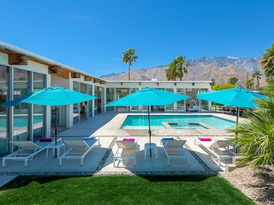 Photo for Palm Springs Luxury in a Resort-Like Setting