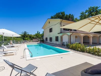 Photo for Villa Calanchi with pool and wonderful panorama of the countryside, just 20 km from the Adriatic Sea