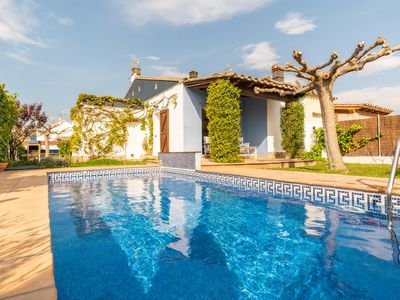 Photo for Flora: Villa with beautiful garden and private pool