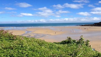 The beautiful Maenporth beach -just a few minutes walk from the apartment!