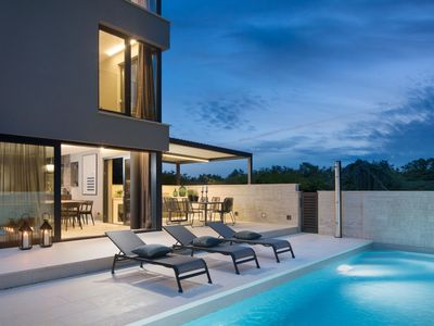 Photo for This 4-bedroom villa for up to 10 guests is located in Umag and has a private swimming pool, air-con