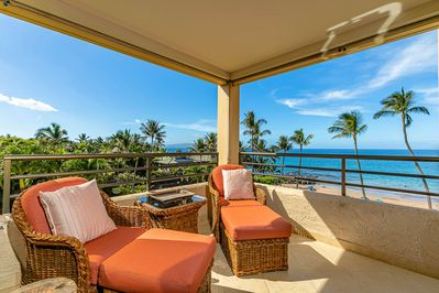 Simply relax and enjoy the sun on the lanai!