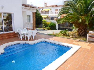 Photo for House with private pool in quiet area of \u200b\u200bEmpuriabrava