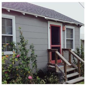 Photo for Beachy-Chic In Old Town At The Sea Biscuit Cottage, Pets Welcome