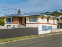 This is a very nice house situated in a very good position in Bluff.