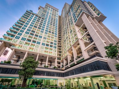 Photo for Spacious 1 Bedroom Apartment - City Garden Tower