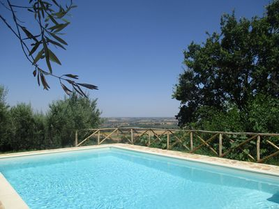 PRIVATE POOL WITH SPLENDID VIEW OF THE LAKE TRASIMENO