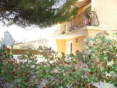 Photo for 80m2 apartment with pool in Vaison la Romaine