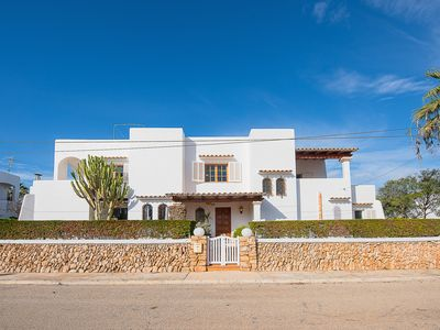 Photo for 3 bedroom villa, close to the beach