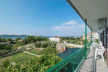 Photo for Apartment Ante - Near Dalmatian Ethno Village