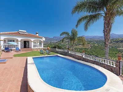 Photo for Bungalow style Villa w/pool, BBQ & Wi-Fi, a short drive from cafes & beaches