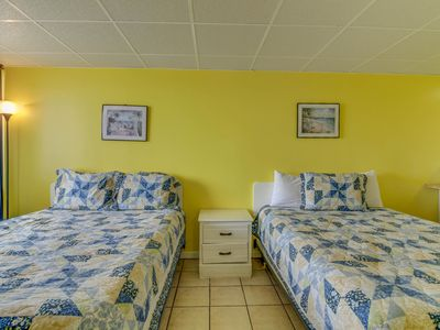 Photo for Seaside studio with beach access and a prime location - Snowbird discount rates!