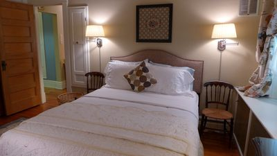 Enjoy an excellent sleep on the soft-yet-firm Queen-sized bed in Anna's Retreat.