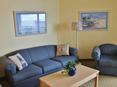 OCEAN VIEW CONDO W/LARGE BALCONY ON THE GOLDEN MILE!