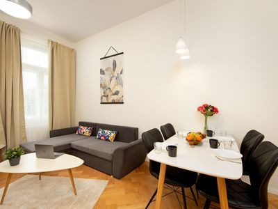 Photo for Modern apartment w/ free WiFi & Netflix - steps to restaurants and monuments!