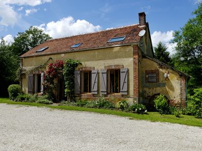 Photo for beautiful country house, quiet, large land 8 persons