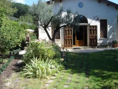 Photo for Panoramic villa with pool, internet wifi, large garden, 60 km from Rome