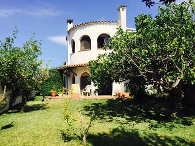 Photo for Typical spanish house 165sqm, with garden and mooring on canal