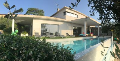 Photo for Contemporary architect villa in quiet with infinity pool