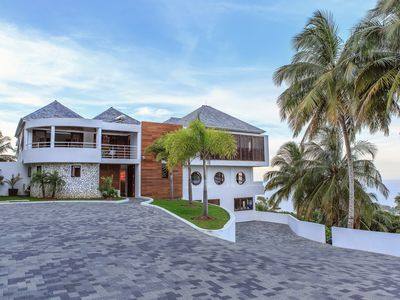 Photo for Luxe Modern Six-bedroom Cocosan Villa, Access to Geejam Hotel