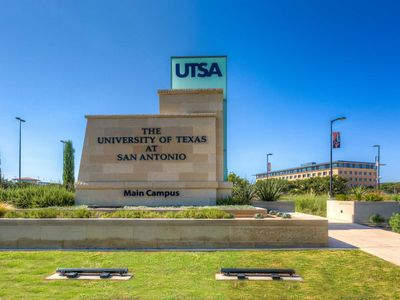 Photo for UTSA AREA PRIVATE MASTER & BATH - 6 FLAGS, MEDICAL CENTER