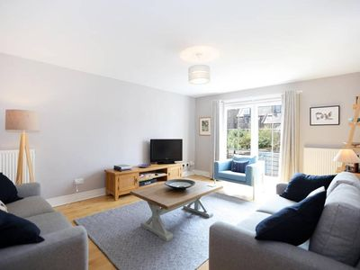 Photo for Bright and charming 2 bed in vibrant Leith