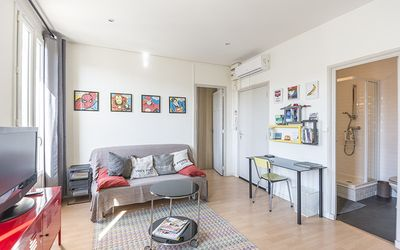 Photo for Charming and bright apartment in the old port