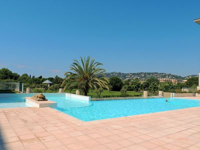 Photo for Apartment in property with swimming pool 100 m from the beach in Juan-les-Pins