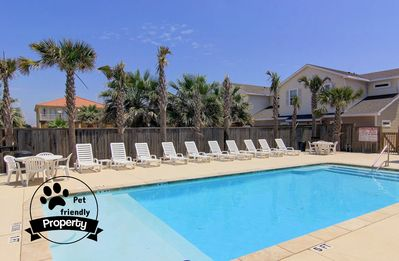 New 3/2.5 Townhouse Close to the Beach and w/a Saltwater Pool