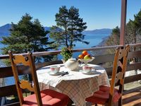 Lovely house with panoramic views of Lake Maggiore from the balcony that runs along the entire front