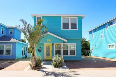 Exterior - Colorful and close to the beach! Walk there in minutes.