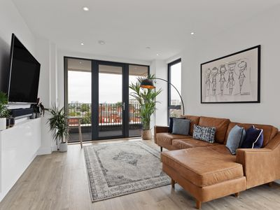 Photo for Stunning 1 Bed Apt w/Balcony in Brixton