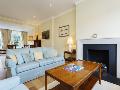 Photo for UP TO 20% OFF - Contemporary 3 bed townhouse located in idyllic Fulham (Veeve)