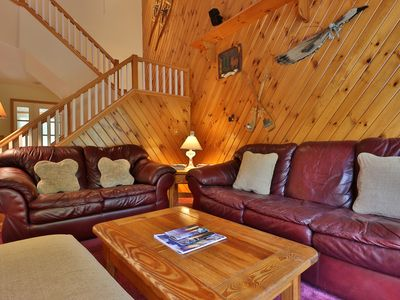 Photo for Ski-in/ski-out townhome w/ private deck, sauna & shared pool & hot tub!