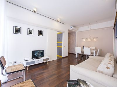 Photo for The Square Apartment - Sleeps 6