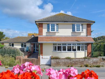 Photo for 4 bedroom accommodation in Freshwater