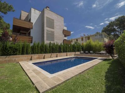 Photo for Immaculate ground floor with private garden and comunnal pool in Pinaret