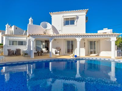 Photo for Spacious 3 bed with pool located in quiet residential estate in Carvoeiro