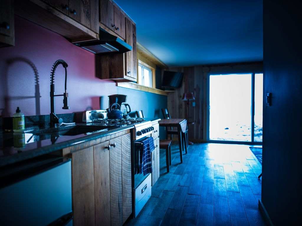 Sno Bear Lodging Unit 1B: Spacious 1 BR Condo Steps away from Burke ...